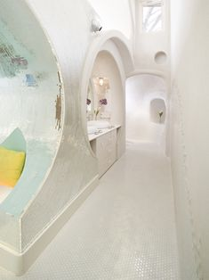 "The ""Real"" Flaming Lips' Bathroom - Design Milk Exterior Design, Interior And Exterior, Bubble House, Mermaid Bathroom, Ideal Bathrooms, Dome House, Beautiful Space, Decoration, Interior Architecture"