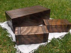 Baúles de madera tallados a mano
