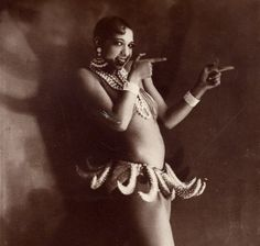 This is Josephine Baker Artist, Activist Decorated spy Rebel. First African American To appear in a major motion Picture. Josephine Baker Banana Skirt, Black Power, Famous Faces, Art Deco Fashion, Pretty Woman, Girl Power, Vintage Photos, My Girl, Portrait Photography