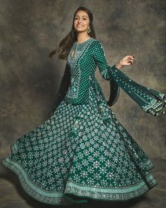 For the Umang Awards Shraddha Kapoor was spotted in an emerald green designer lehenga paired with a beautiful long blouse. Kurta Lehenga, Ghagra Choli, Salwar Kameez, Silk Lehenga, Indian Gowns, Indian Attire, Indian Wear, Indian Style, Indian Lengha