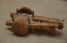 Flora de Brincadeiras: Brinquedo tradicional Carro de boi  em cortiça feito por Augusto Alves ( já falecido), Paradela de Guiães, Sabrosa, na primeira metade do século XX.