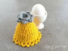 Eierwärmer Ostern gelb graue Blume Spitze gehäkelt (Auf Bestellung)