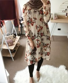 Remember that losing only 1 pound per week adds up to. Hijab Fashion Summer, Modern Hijab Fashion, Islamic Fashion, Muslim Fashion, Modest Fashion, Hijab Style Dress, Casual Hijab Outfit, Hijab Chic, Mode Outfits