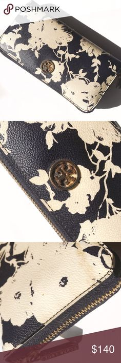 """Tory Burch Printed Robinson Zip Continental Wallet The epitome of understated chic, the Robinson Wallet is made of the highest-quality, scratch-resistant leather. Designed with lots of pockets — and a long shape that fits all full-length bills without folding — it keeps essentials incredibly well organized. Saffiabo leather. Zip closure. 2 interior compartments, 1 zipper pocket, 8 credit card slots, 2 bill pockets Length: 7.65"""". Height: 4.06"""".  💕Offers welcome. Take 30% off your entire…"""