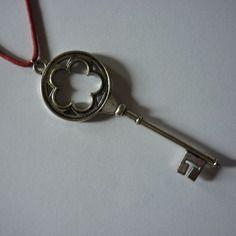 2€ au lieu de 3€ collier rouge - pendentif clef argentée
