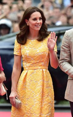 Kate Middleton Photos Photos - Catherine, Duchess of Cambridge arrives with Prince William, Duke of Cambridge (not pictured) for a visit to the German Cancer Research Institute on day 2 of their official visit to Germany on July 20, 2017 in Heidelberg, Germany. - The Duke and Duchess of Cambridge Visit Germany - Day 2