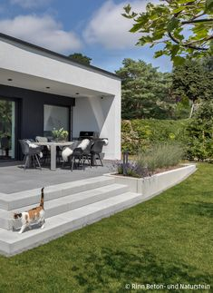 Concrete steps lead from the lawn to the terrace with grey patio slabs. A nice place in the sun in the garden. Small Backyard Landscaping, Backyard Patio, Landscape Design, Garden Design, House Design, Terrasse Design, Patio Slabs, Casa Patio, Concrete Steps