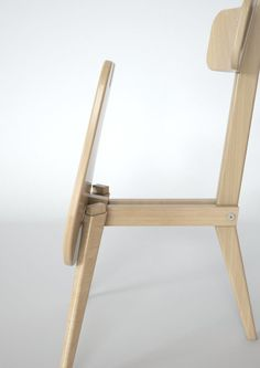 A Three-Legged Chair That Neatly Folds Flat - Design Milk Wooden Folding Chairs, Folding Furniture, Modular Furniture, Space Saving Furniture, Furniture Design, Cutlery Art, Red Dot Design, Flat Design, Transforming Furniture