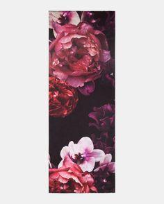 b7d0e98fb101 Splendour long woven silk scarf Wash Bags