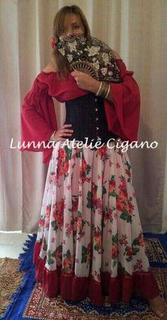 Modelo Encanto Florido com babado vermelho saia cigana floral gypsy skirt dança cigana gypsy dance floral skirt www.facebook.com/ateliecigano