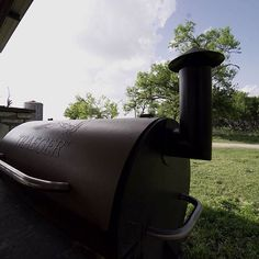 Blue Texas skies and meat smoking on the Pro 34. This is the life. 📷: @vhabe ------------------------------------------ #Traeger #TraegerGrills #TraegerOutdoors #GrillOffGrid #OrganicMeats #HarvestedMeat
