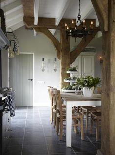 interieur Essen Hoeve, kleur deur Moss, Painting the Past Beautiful Kitchens, Beautiful Interiors, Beautiful Homes, Country Interior, Interior And Exterior, Rustic Kitchen, Country Kitchen, Style At Home, Modern Country