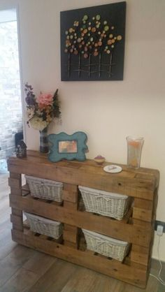 Elegant Entrance furnishings with pallets Pallet Patio Furniture, Diy Furniture, Homemade Home Decor, Diy Home Decor, Palette Deco, Wall Art Crafts, Wooden Pallet Projects, Wood Pallets, Entryway Decor