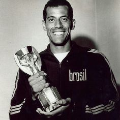 1970 World Cup Finals. World Cup Final. June Brazil 4 v Italy Brazil captain Carlos Alberto holds the Jules Rimet trophy, won outright by Brazil after their 1970 World Cup success. Retro Football, World Football, Sport Football, Football Shirts, Fifa 100, 1970 World Cup, Fifa World Cup, Jules Rimet Trophy, International Soccer