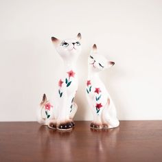 I love these vintage cat salt and pepper shakers