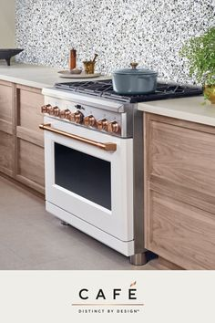 Chef-inspired ranges help you cook and look like the pros. - My Home Decor Beautiful Kitchen Designs, Beautiful Kitchens, Modern Farmhouse Kitchens, Home Kitchens, Ovens In Kitchens, Home Renovation, Home Remodeling, Kitchen Remodeling, New Kitchen