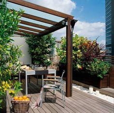 Cómo aprovechar la terraza y disfrutarla todo el año. Una barrera vegetal**