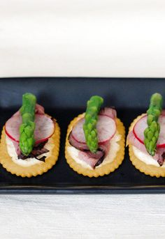 Sliced roast beef, horseradish and blanched asparagus tips served over Town House crackers make an easy and elegant appetizer!