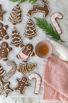 Perfect gingerbread cookies that are full of flavor and spices. Decorate them with royal icing for a perfectly, sweetened cookie.  #GingerbreadCookies #Gingerbread #Cookies #ChristmasCookies #Recipes Cute Christmas Cookies, Christmas Sweets, Christmas Goodies, Holiday Cookies, Holiday Treats, Pink Christmas, Holiday Recipes, Christmas Crafts, Wrapping Ideas