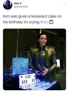 Marvel Actors, Loki Thor, Marvel Dc Comics, Marvel Avengers, Funny Marvel Memes, Avengers Memes, Marvel Jokes, Doctor Strange, Man Thing Marvel