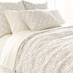 An Indian-inspired pattern gives our linen duvet a touch of global glamour.