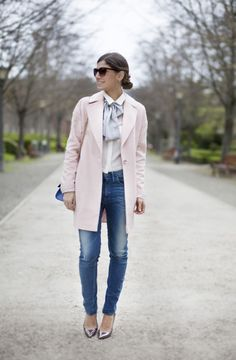 Con lazo al cuello. Street style outfits. Looks de street style. Fashion Blogger.