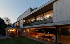 Casa alargada, jardinera cuartos segundo nivel