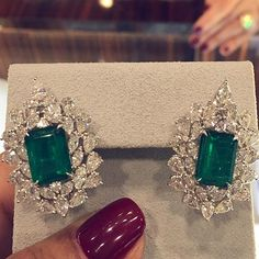 Emeralds to perfection available at #MiaMoonJewellers in #Bahrain #ringsofinstagram #highjewelry #jewellery #jewelry #design #ring #ruby #sapphire #emerald #necklace #engagementring #rings #gemstone #diamond #diamonds #earrings #cluster #highjewellery #jewels #choker #tiara #aalishoppingcomplex #design #diamond #diamonds