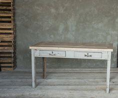 Vecchio tavolo ~ Tavolo realizzato con doghe in legno di diverse essenze e
