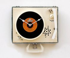 Clock created from a recycled Dejay record player by pixelthis eclectic clocks Unusual Clocks, Cool Clocks, Eclectic Clocks, Disney Clock, Portable Record Player, Music Visualization, 45 Records, Record Clock, Retro Images