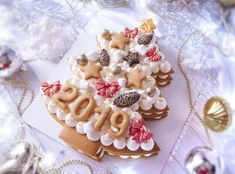 45 best Ideas for cupcakes decorating ideas winter Xmas Food, Christmas Desserts, Christmas Baking, Cake Cookies, Cupcake Cakes, Alphabet Cake, New Year's Cake, Party Fiesta, Log Cake