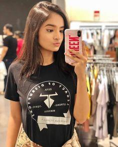 Indian Sexy Girls Who Make Up the Internet - Wallpaper Artis India Cute Little Girl Dresses, Cute Little Girls, Hot Girls, Stylish Girl Images, Stylish Girl Pic, Girl Photo Poses, Girl Photos, Teen Hotties, Teen Celebrities