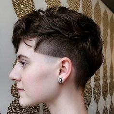 40 Ways to Rock a Bowl Cut Butch Haircuts, Bowl Haircuts, Trendy Haircuts, Haircuts For Long Hair, Hairstyles For Round Faces, Short Hair Undercut, Undercut Women, Undercut Hairstyles, Cool Hairstyles