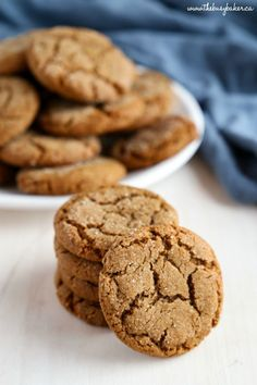 These Best Ever Ginger Molasses Cookies are better than Starbucks'! They're sweet and chewy and irresistible with a delicious ginger flavour! Fall Cookies, No Bake Cookies, Holiday Cookies, Baking Cookies, Sugar Cookies, Baking Recipes, Cookie Recipes, Dessert Recipes, Holiday Baking