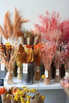 Flower Cafe, Flower Truck, Flower Shop Decor, Flower Decorations, Dried Flower Arrangements, Floral Centerpieces, Dried Flower Bouquet, Dried Flowers, How To Preserve Flowers