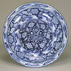Blue-and-White dish with Baoxiang-hua Scrolls Design, Yuan Dynasty, 14th Century, d.45.3cm. Gift of SUMITOMO Group, the ATAKA Collection. Acc. No. 10904© 2009 The Museum of Oriental Ceramics, Osaka