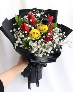 Graduation Flowers Bouquet, Felt Flower Bouquet, Bouquet Wrap, Felt Flowers, Diy Flowers, Flower Decorations, Congratulations Flowers, Graduation Crafts, Flower Box Gift