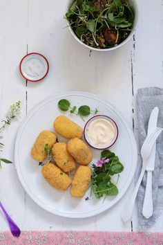 Potato and romanescu croquettes with cheese and polenta.  www.foodandcook.net