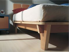 Simple bed frame with plywood Woodworking Inspiration, Woodworking Projects Diy, Furniture Inspiration, Kids Woodworking, Plywood Furniture, Cool Furniture, Furniture Design, Furniture Stores, Office Furniture