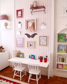 Luisa Art Gallery!!❤️ Quadros, imagens e objetos  garimpados com carinho! O restante é por conta da Luisa... Com  o tempo ela irá escolher o que mais aprecia e assim vai formando sua pequena coleção! #quartoluisa #quartos #quartodecriança #quartodemenina #decor #decoração #decoraçãodeinteriores #interiordesign #interiordecoration #design #detalhes #details #kidsroom #kidsdecor #instahome #instadecor #artgallery #rj #riodejaneiro
