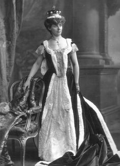 A diamond and natural pearl belle epoque tiara, worn by Jane, Countess of Eglington and Winton. Designed as a series of diamond motifs, with button pearls incorporated into it. Court Dresses, Royal Dresses, Royal Jewels, Crown Jewels, British Nobility, Victoria Reign, Royal Photography, Elisabeth, Queen