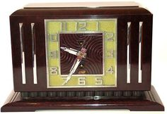 French streamline mantle clock in bakelite and crome, 1930's, by the Jaz company.