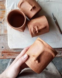 If you had to choose one object to describe your personality what would it be? Diy Clay, Clay Crafts, Diy And Crafts, Arts And Crafts, Ceramic Clay, Ceramic Pottery, Pottery Art, Pottery Designs, Pottery Ideas