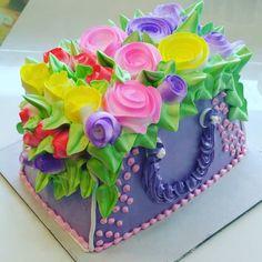 I come to the garden alone! Whipped cream roses bag cake #birthday #bagcake #cake #rosecake