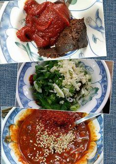 223. (2) 韓國味噌+韓國辣椒醬( 比味噌多點 ) +蔥+蒜頭+麻油+芝麻+水 全部拌在一起就可以了~
