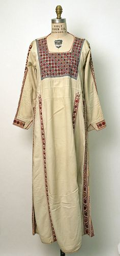 Palestinian tunic, embroidered cotton, mid c, front Muslim Fashion, Ethnic Fashion, Boho Fashion, Eastern Dresses, Arabic Dress, Costumes Around The World, Palestinian Embroidery, Folk Costume, Historical Clothing