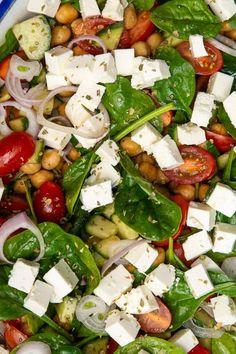 Greek chickpea salad with tomatoes, feta and oregano - Salat Ideen Easy Salad Recipes, Easy Salads, Vegetarian Recipes, Healthy Recipes, Salad Menu, Salad Dishes, Feta, Crab Stuffed Avocado, Waldorf Salat