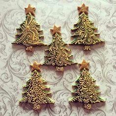 S mobitela - Christmas Tree Cookies Christmas Cupcakes Decoration, Christmas Tree Cookies, Iced Cookies, Christmas Gingerbread, Noel Christmas, Holiday Cookies, Christmas Baking, Christmas Treats, Gingerbread Cookies