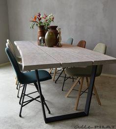 Boomstam tafel Trije met eiken boomstam blad en industrieel zwart frame - Woonwinkel Alle Pilat