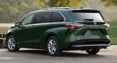 Toyota's new Sienna hybrid minivan will arrive at U.S. dealers in November. Cargo Vans For Sale, Toyota Highlander Hybrid, Toyota Van, Toyota Hybrid, Cars Near Me, 8 Passengers, Used Toyota, Van For Sale, Gasoline Engine
